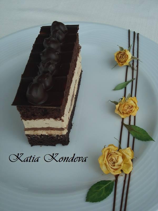 Шоколадов кейк с карамелен крем и лешникова плочка
