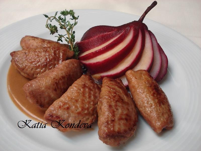 Равиоли от свинско месо с гъши дроб и поширана круша в червено вино и боровинки