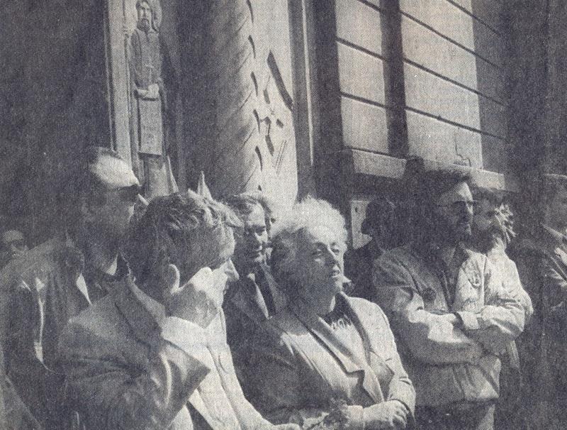На преден план - д-р Ж.Желев, проф. Елка Константинова и д-р Веселин Джендов.
