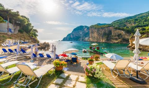 Гърция отваря плажовете в събота