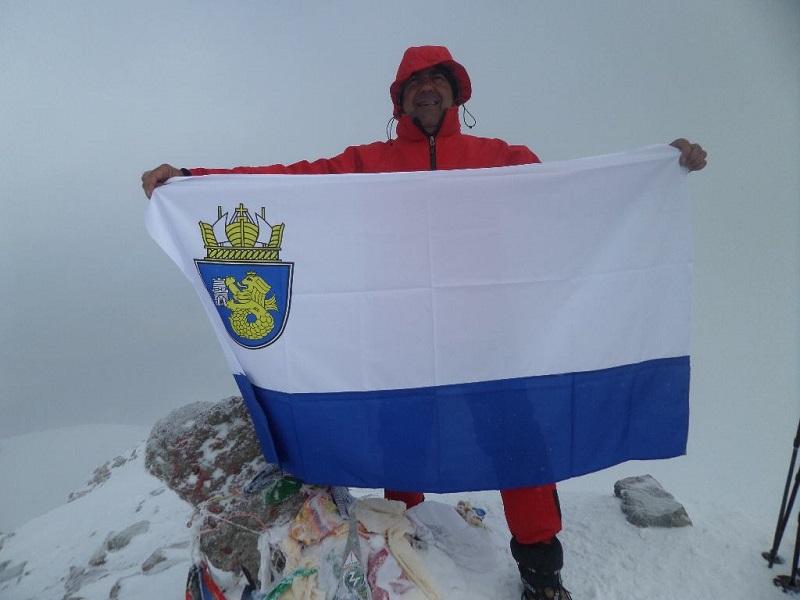Знамето на Бургас се развя на най-високия връх в Южна Америка