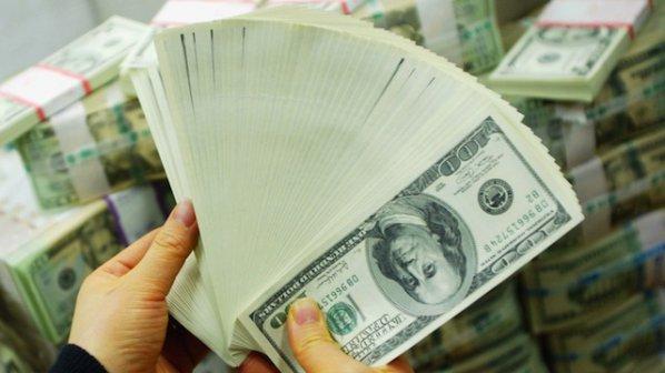 Продавачка на обувки получи 37 милиона долара по банковата си сметка