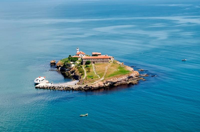 Дават над 2,5 млн. лв. за разширяването на кея на остров Света Анастасия