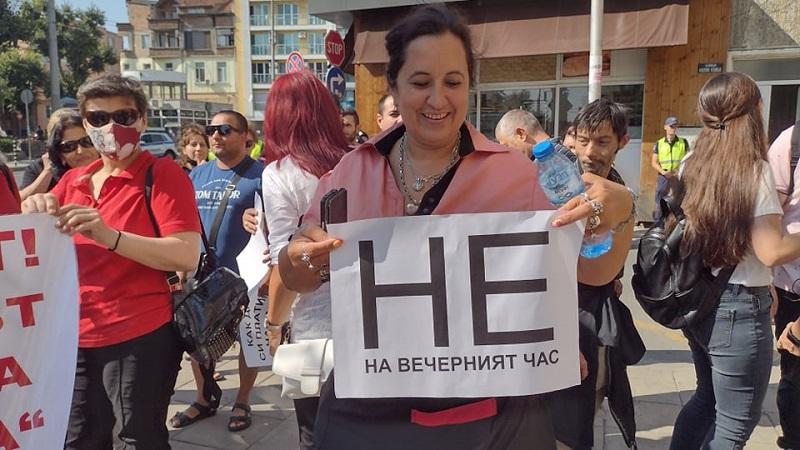 Ресторантьорите от Бургас искат незабавно отпадане на вечерния час за заведенията