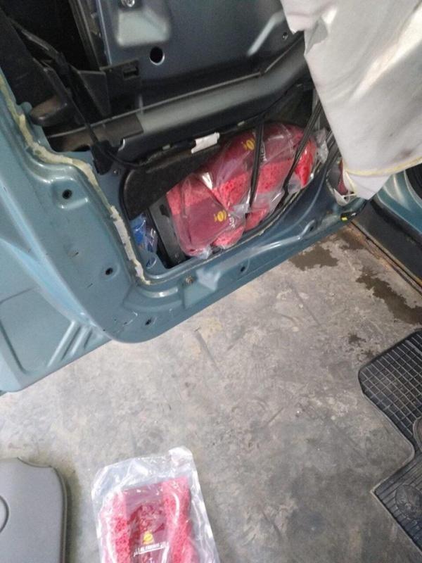 """Кола, """"тапицирана"""" с над 80 кг тютюн за наргиле, е открита на границата в Малко Търново"""