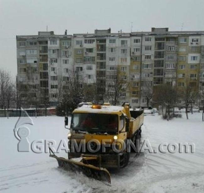 Три катастрофи по пътя Бургас – Варна, лека кола се заби в снегорин
