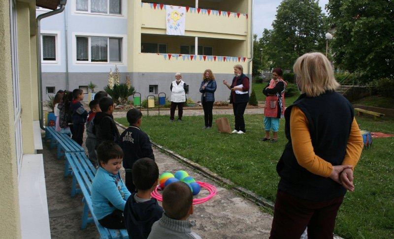 Екипът на парк Странджа зарадва малчуганите от Малко Търново