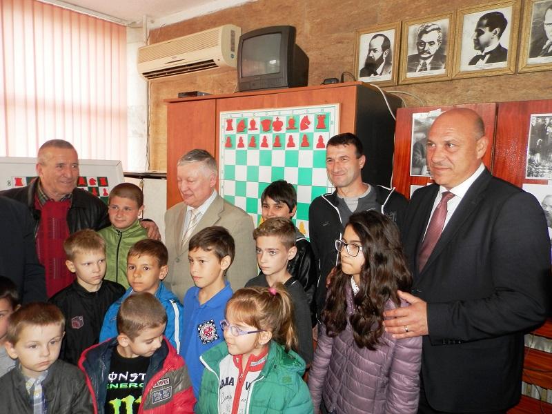 Карпов иска да открие школа по шах в Поморие