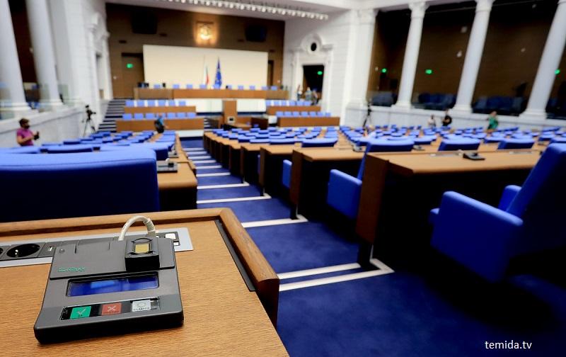 Половин мандат не дава мира на бургаски политици