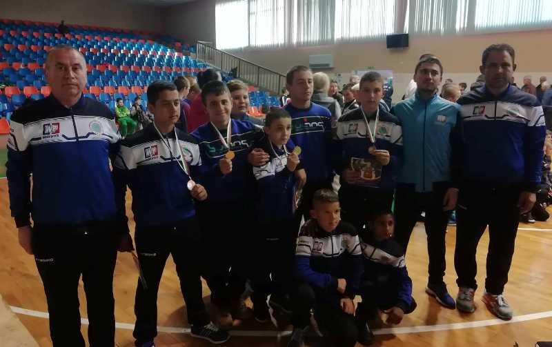 След оспорвани схватки на тепиха, руенските борци пак спечелиха златни медали