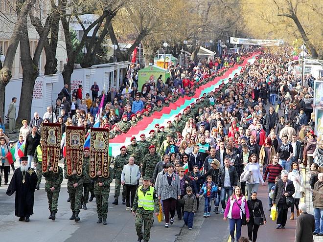Хиляди старозагорци съпроводиха националния трибагреник