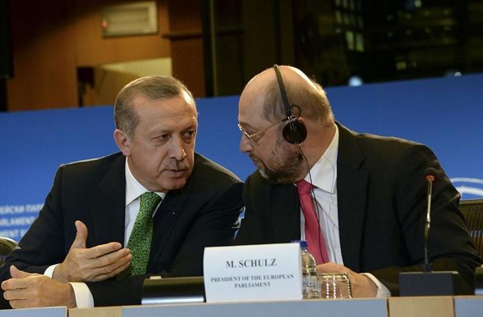 Мартин Шулц към Ердоган: Прекрачи границата, не може така