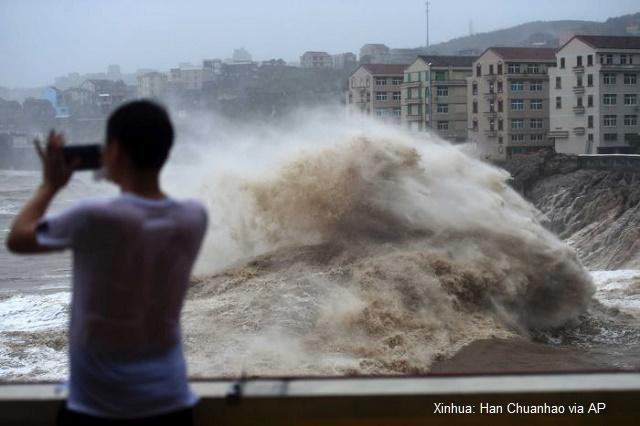 18 загинаха, а 16 са в неизвестност след като тайфун връхлетя Китай