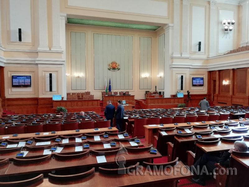 Парламентарни престрелки: ГЕРБ обявиха Бенчо Бенчев и Миню Стайков за спонсори на БСП, разграбили държавата