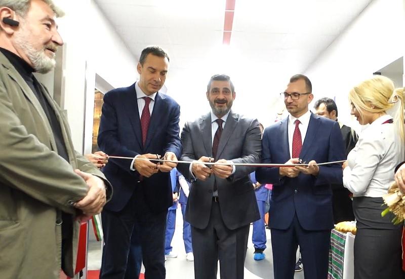 Вижте как прерязаха лентата на най-новото онкологично отделение в Бургас