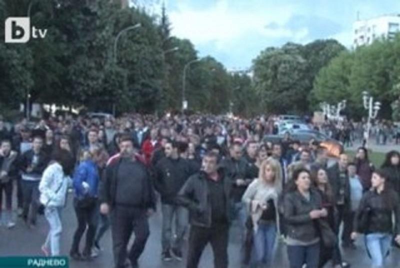 Хиляда излязоха срещу ромите и Община Раднево внезапно се сезира за незаконното гето