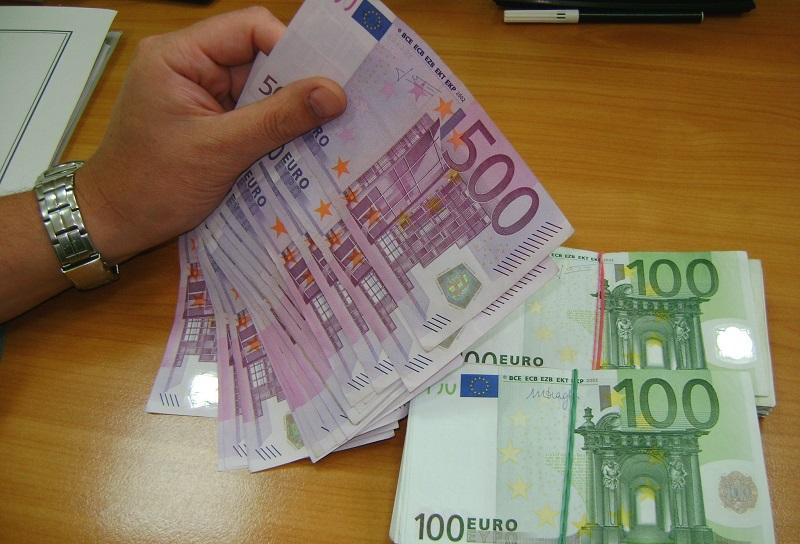 Митничари конфискуваха близо 24 000 недекларирани евро
