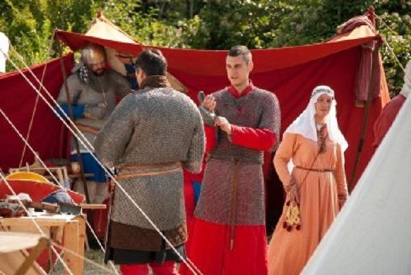 Средновековни рицари в Акве Калиде