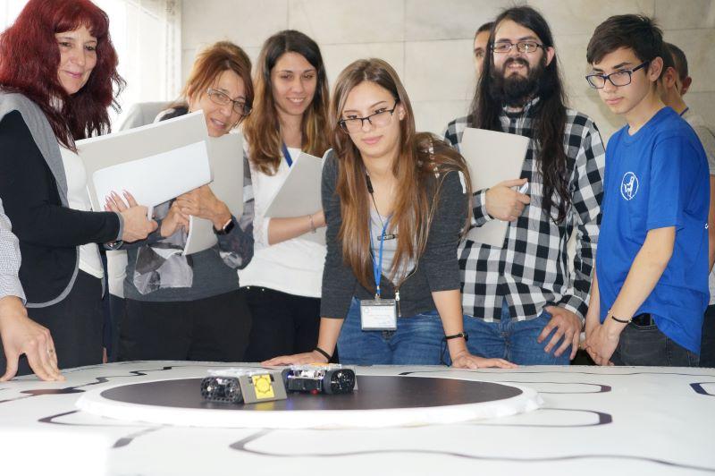 Битка на роботи се провежда в Бургас (СНИМКИ)