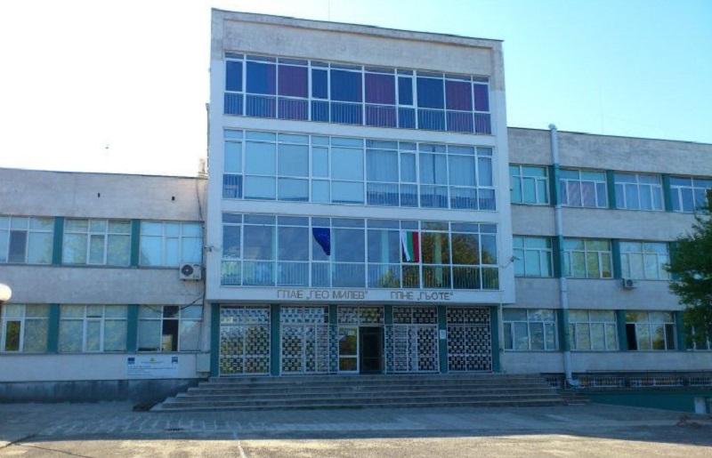 За три часа ученичка написа стихотворение за юбилея на Немската гимназия в Бургас