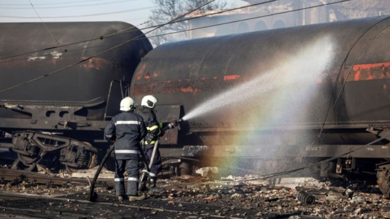 Изтичане на газ от две цистерни усложнява работата на властите в Хитрино