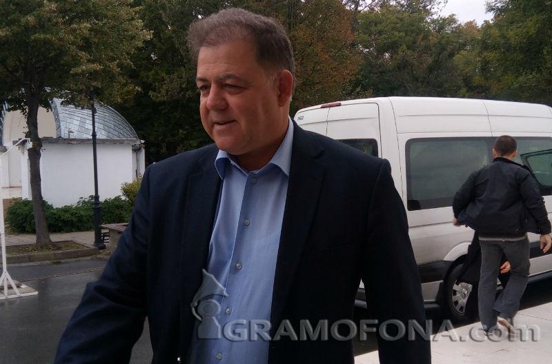 Николай Ненчев: С ремонтирани МИГ-ове ли ще браним националната сигурност?