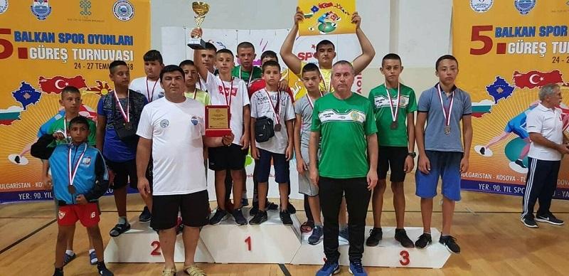 Руенските борци се завърнаxa с девет медала от Турция