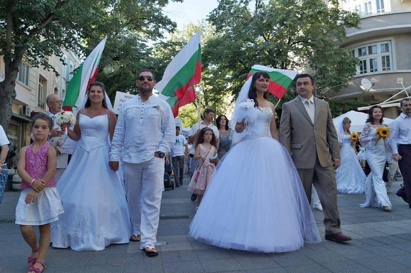 В Бургас правят парад на традиционното семейство
