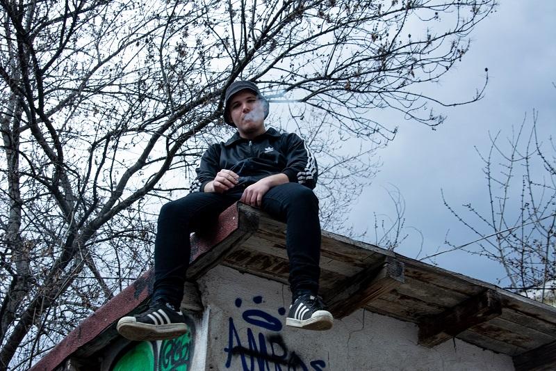 Бургазлия продуцира дебютния албум на рапъра Деката