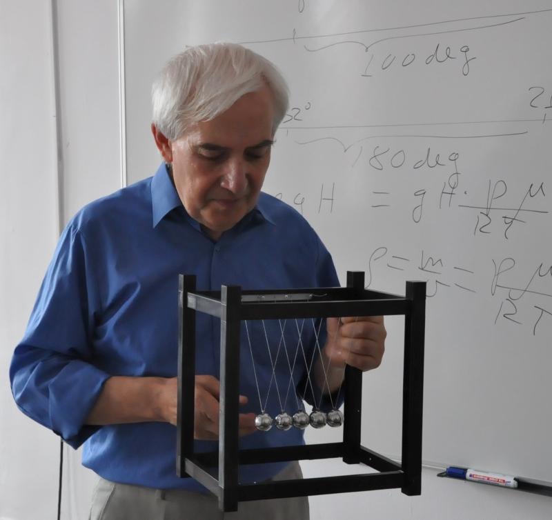 Популярният учител Теодосий Теодосиев води семинар в Бургас