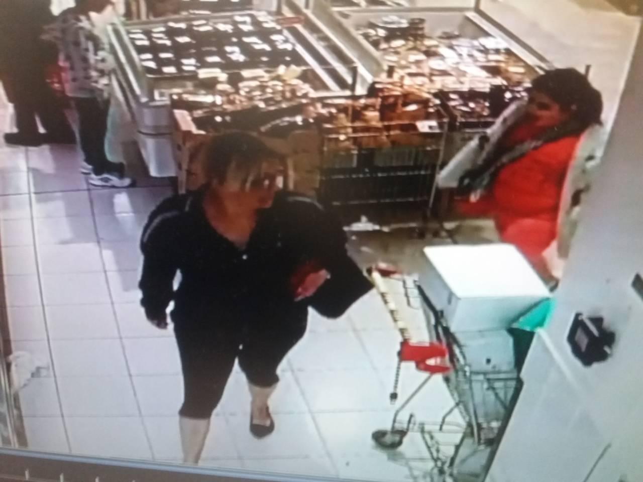 Бургаската полиция издирва тази жена, откраднала пари и дебитна карта