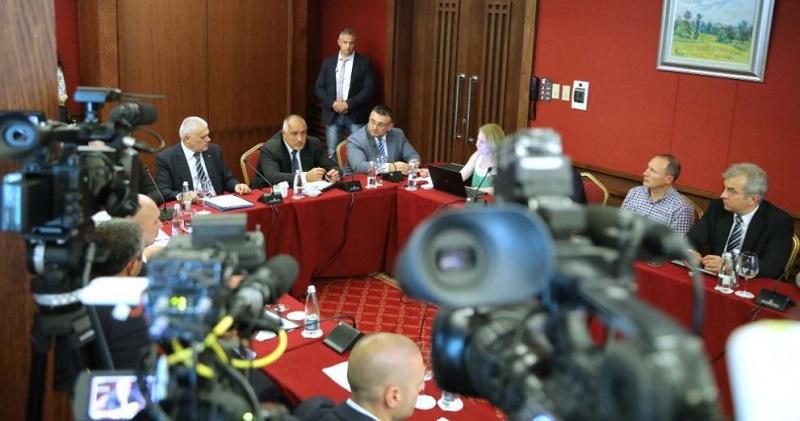 Премиерът похвали Нинова, че е отстранила Бенчев