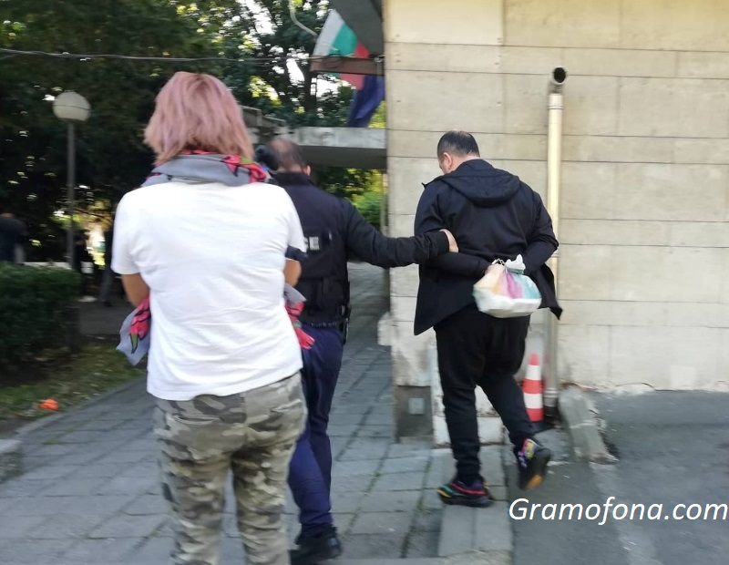 Разследват престъпна група за изнудвания в Бургас и областта