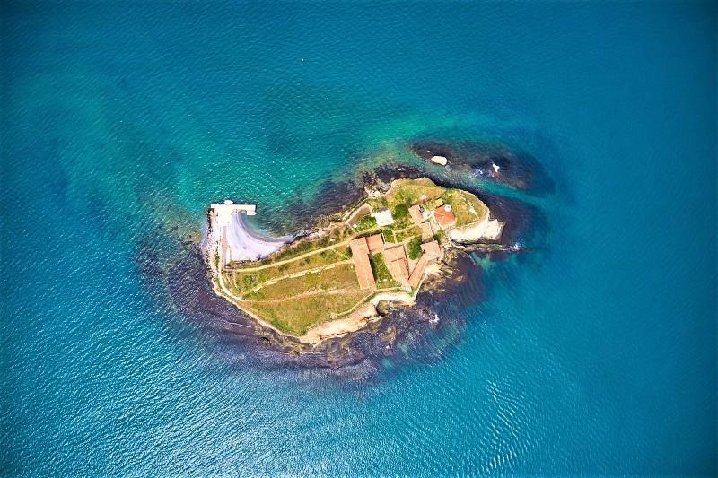 Четирима американци ще участват в плувния маратон от острова до Моста