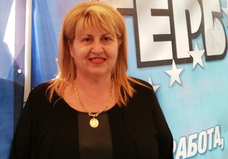 Майки търсят за съвети акушер Светлина Николова дори и в предизборната шатра на ГЕРБ