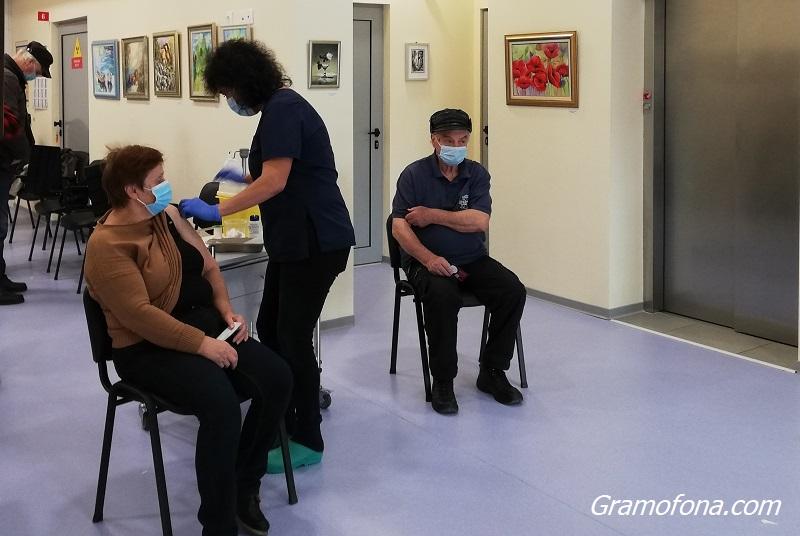 Интересът към първа игла на ковид ваксините в Бургаско расте