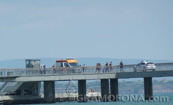 Смели бургазлии се хвърлиха от Моста, за да спасят младо момиче