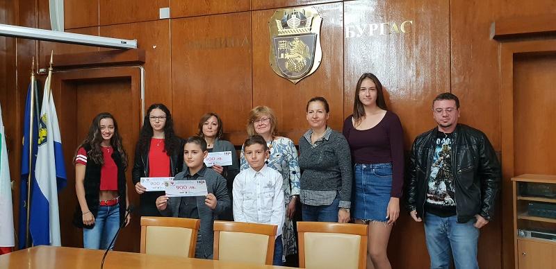 """Три спортни надежди на Бургас със стипендии от кампанията """"Аз и Ти ЗаЕдно"""""""