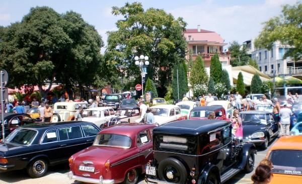 Започна ретро парада в Поморие