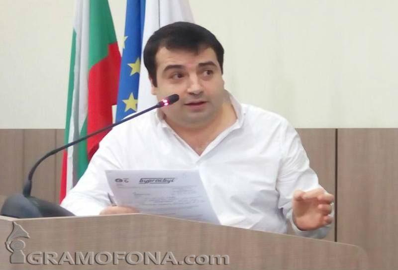 Местен политик брои десетки хиляди левове лични пари, за да привлича авиокомпании в Бургас