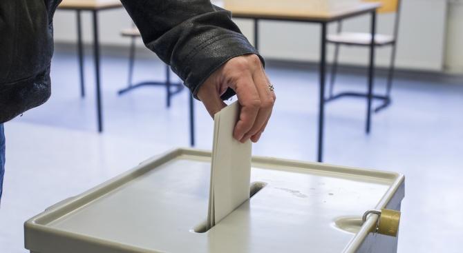 Смъртоносни избори в Индонезия: Над 270 преброители на бюлетини починаха от преумора