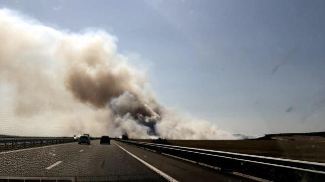 """Затвориха магистрала """"Тракия"""" между Чирпан и Стара Загора заради пожар"""