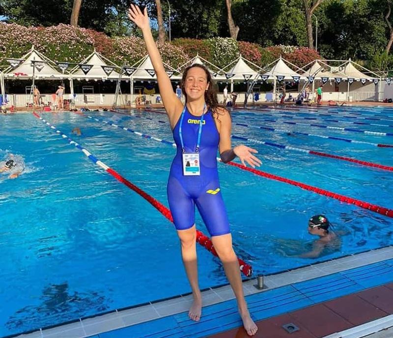 Възпитаничка на Френската гимназия подобри два национални рекорда по плуване