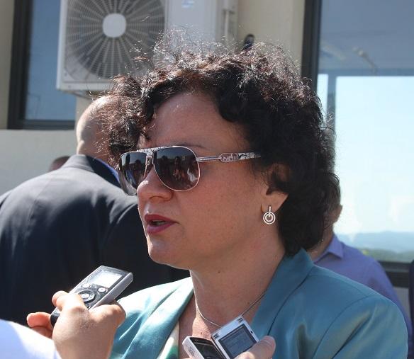 Екоминистър Василева: Строг и непрекъснат контрол на въздуха в Бургас
