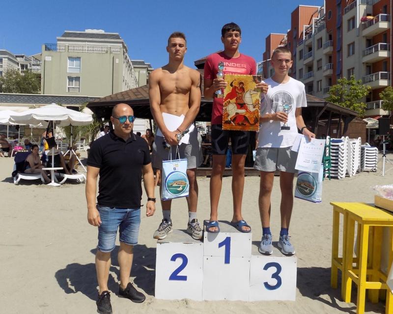 Бургазлия триумфира на първия плувен маратон в Поморие