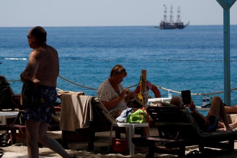 Турция отлага началото на туристическия сезон
