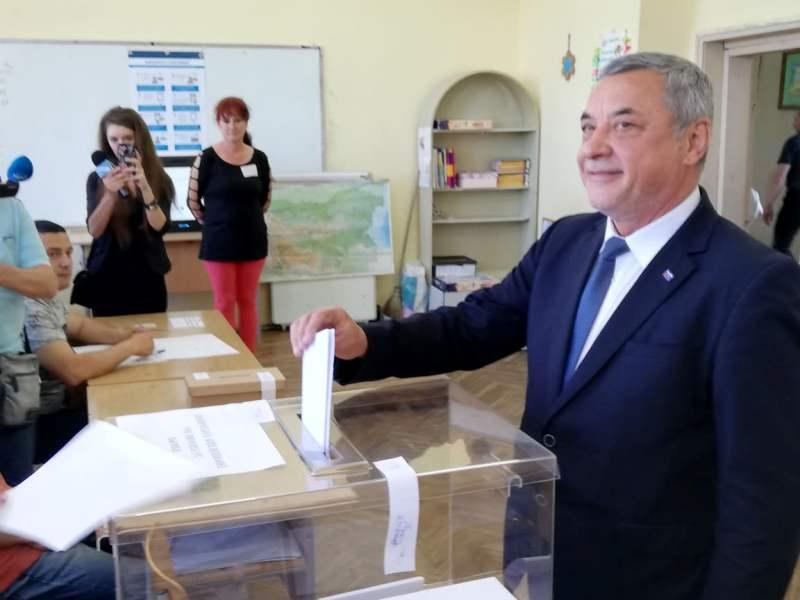 Валери Симеонов: Ръката да ми изсъхне, ако гласувам машинно