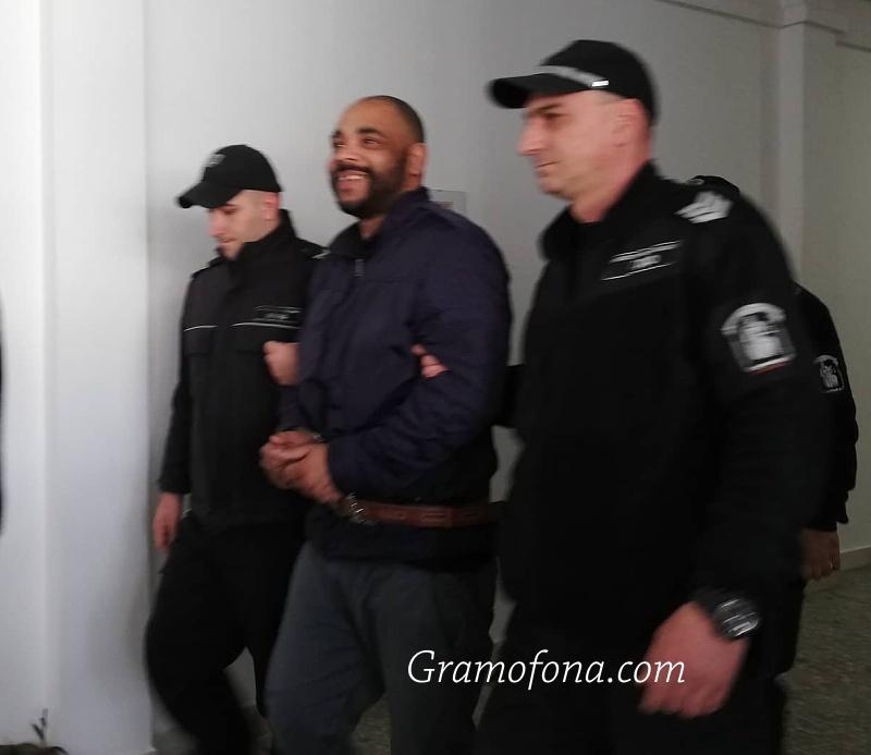 Задържаният в Бургас Оуен се съгласи на екстрадиция в родината си