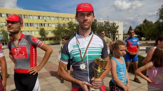Един от най-добрите колоездачи загина при катастрофа