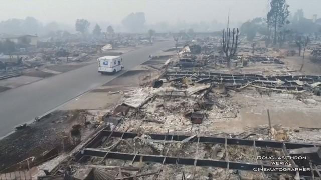 Над 460 души в неизвестност при пожарите в Калифорния